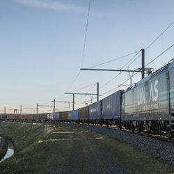 Lineas intermodal train